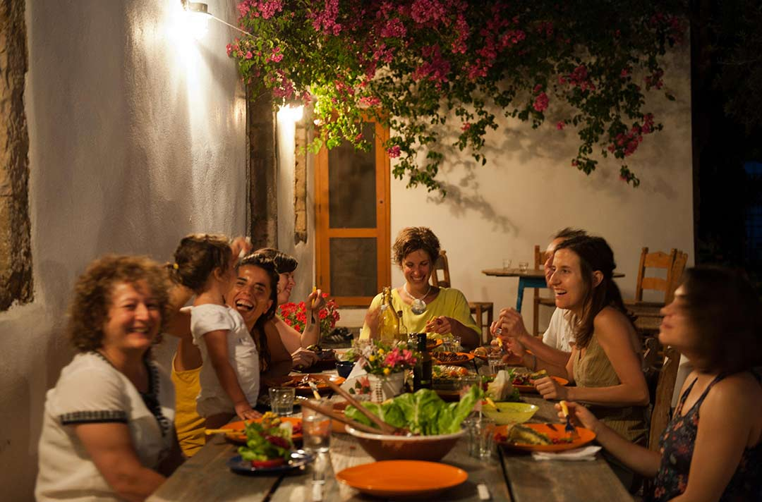 dinner-at-yoga-on-crete